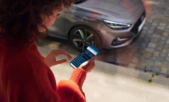 Vær forbundet med din i20 via din smartphone
